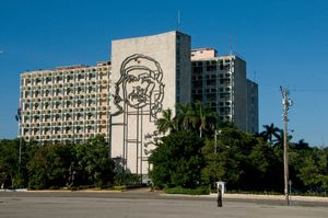 Building with the face of El Che, Havana
