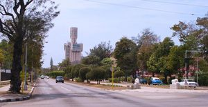 5ª Avenida con la Embajada Rusa, Miramar, Havana