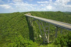 Puente de Bacunayagua, Cuba